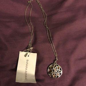 💥 2/$30 Banana Republic necklace